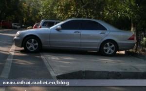 Parcarea blocului şi Mercedes S-Class