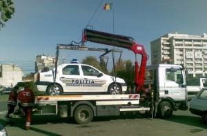 Masina de politia ridicată